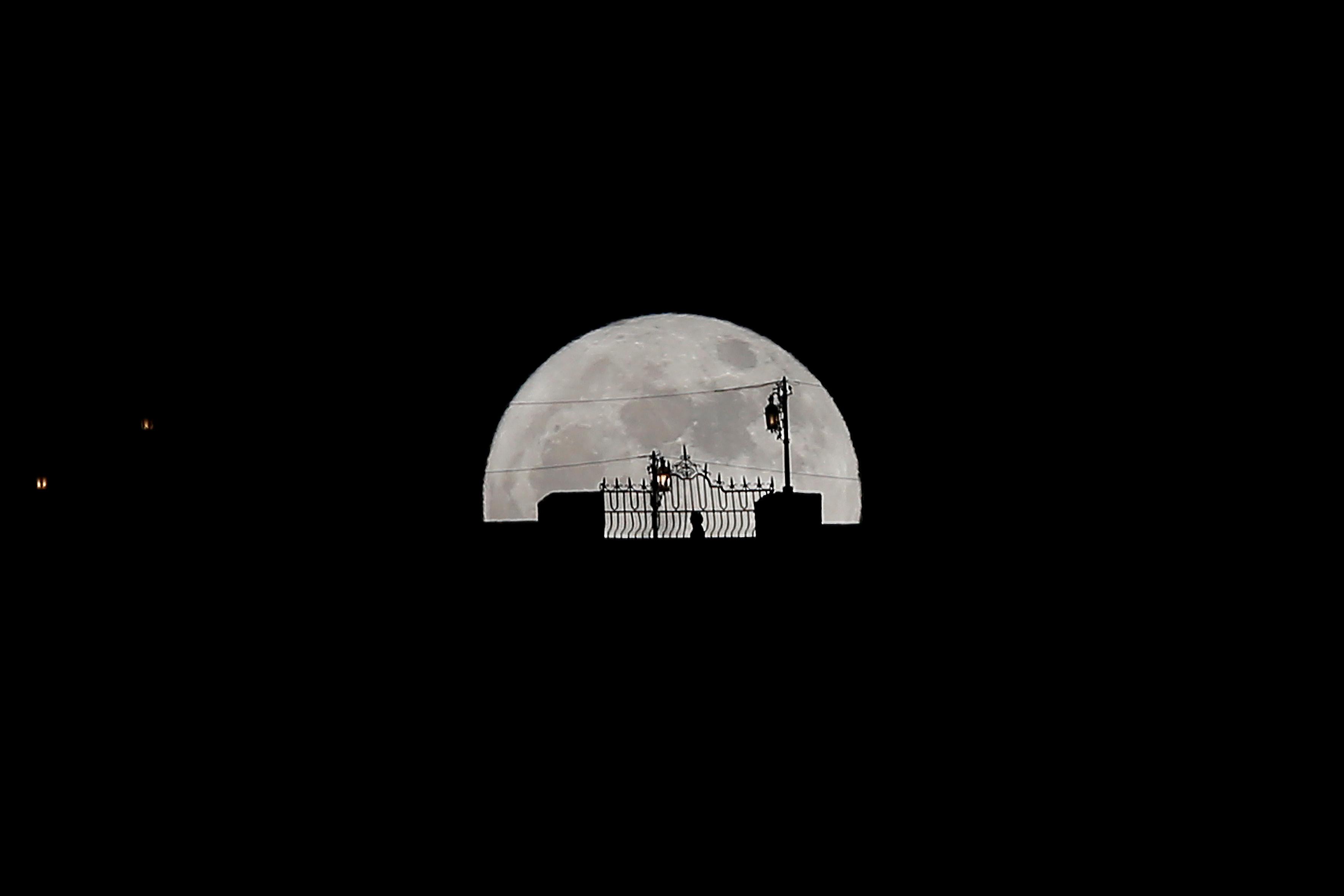 القمر العملاق في إسبانيا