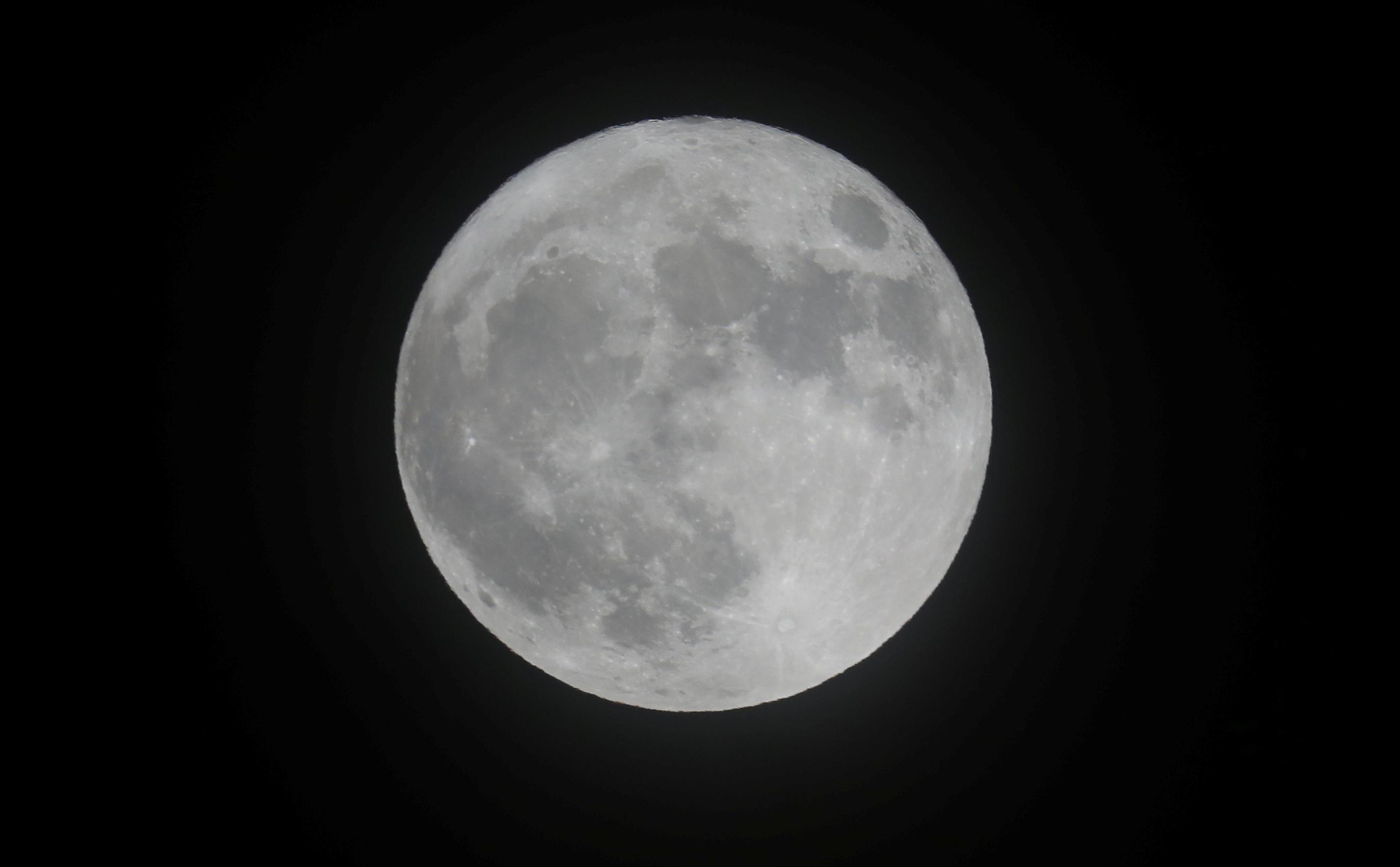 القمر العملاق فى بريطانيا