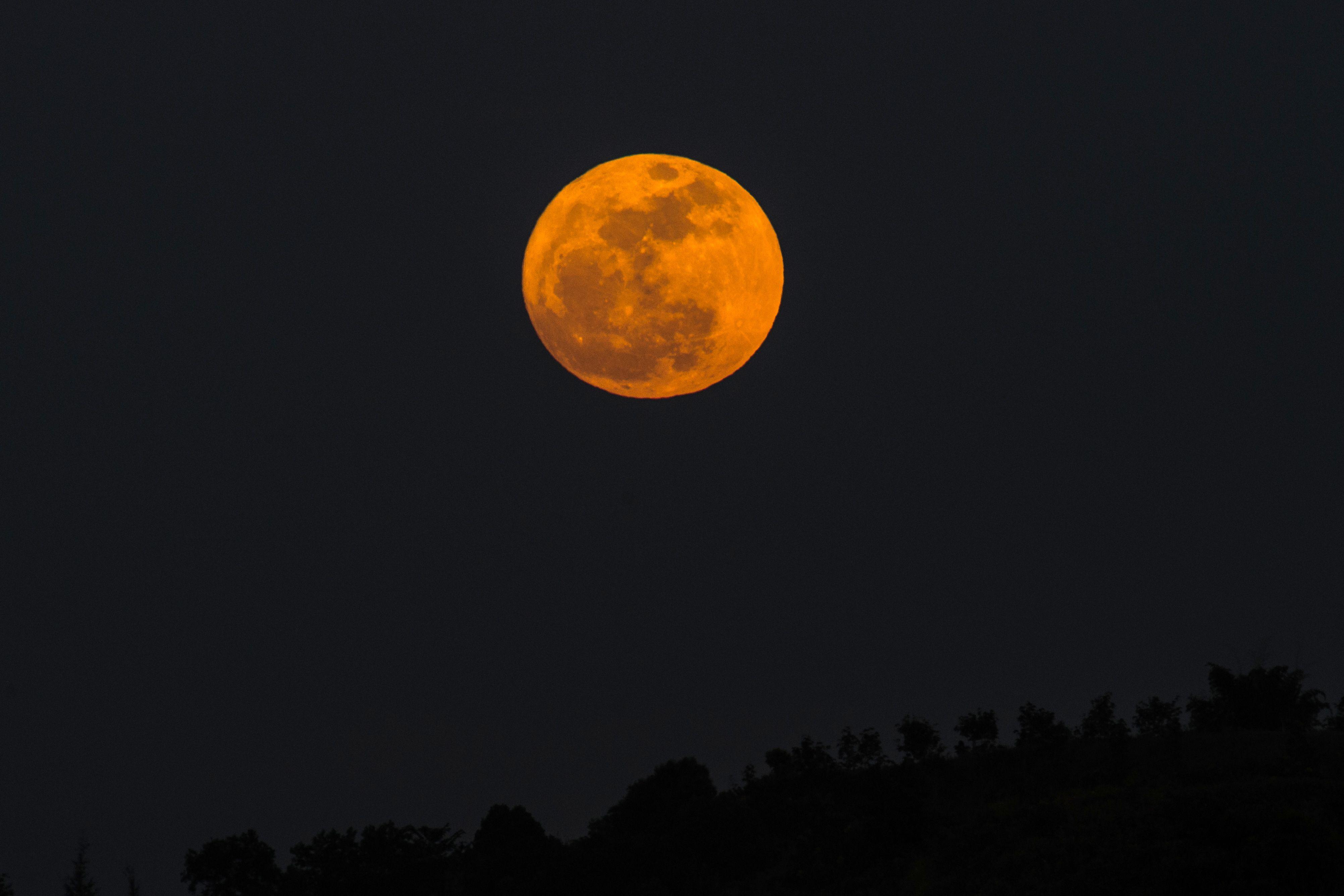 القمر العملاق فى ميانمار