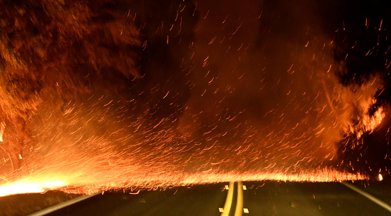 النيران تقطع الطرق