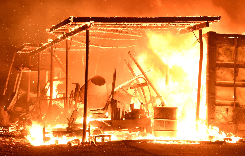 امتداد الحرائق للشاحنات