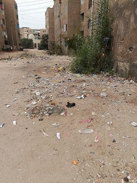 القاء القمامة بشكل عشوائى بجانب مساكن الطلبة
