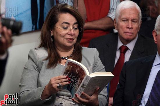 صور حفل توقيع كتاب لمحمد سلماوى (28)