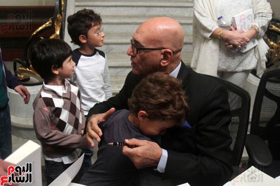 صور حفل توقيع كتاب لمحمد سلماوى (17)