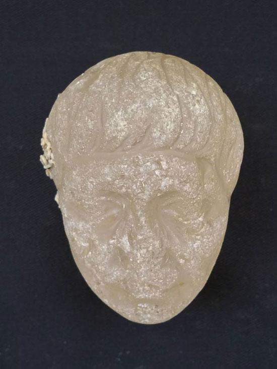 أحد القطع الاثرية التى تم انتشالها