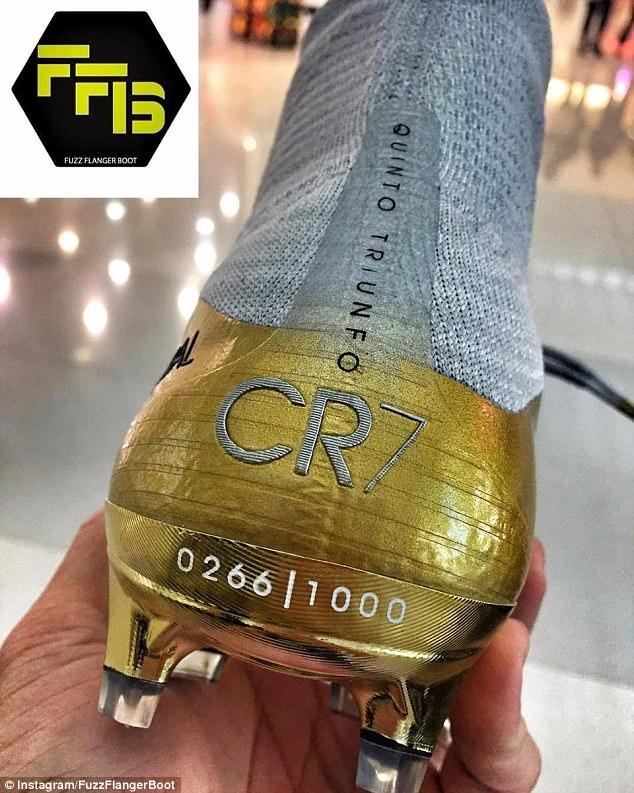 7d825b6fa شاهد حذاء رونالدو التاريخى احتفالا بالكرة الذهبية - اليوم السابع