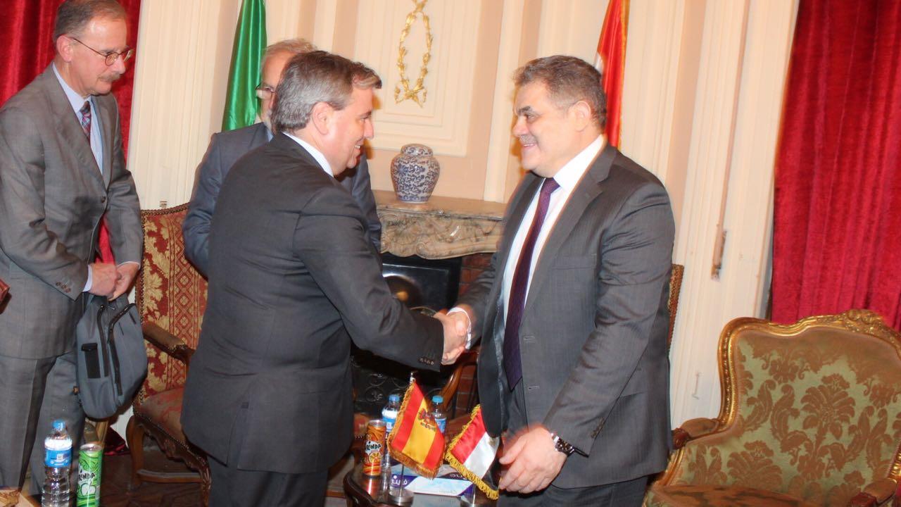 السيد البدوى يبحث مع سفير إسبانيا (1)