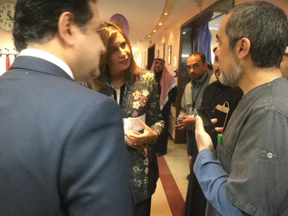 وزيرة الهجرة تطئن على حالة المصرى المصاب بالكويت (3)