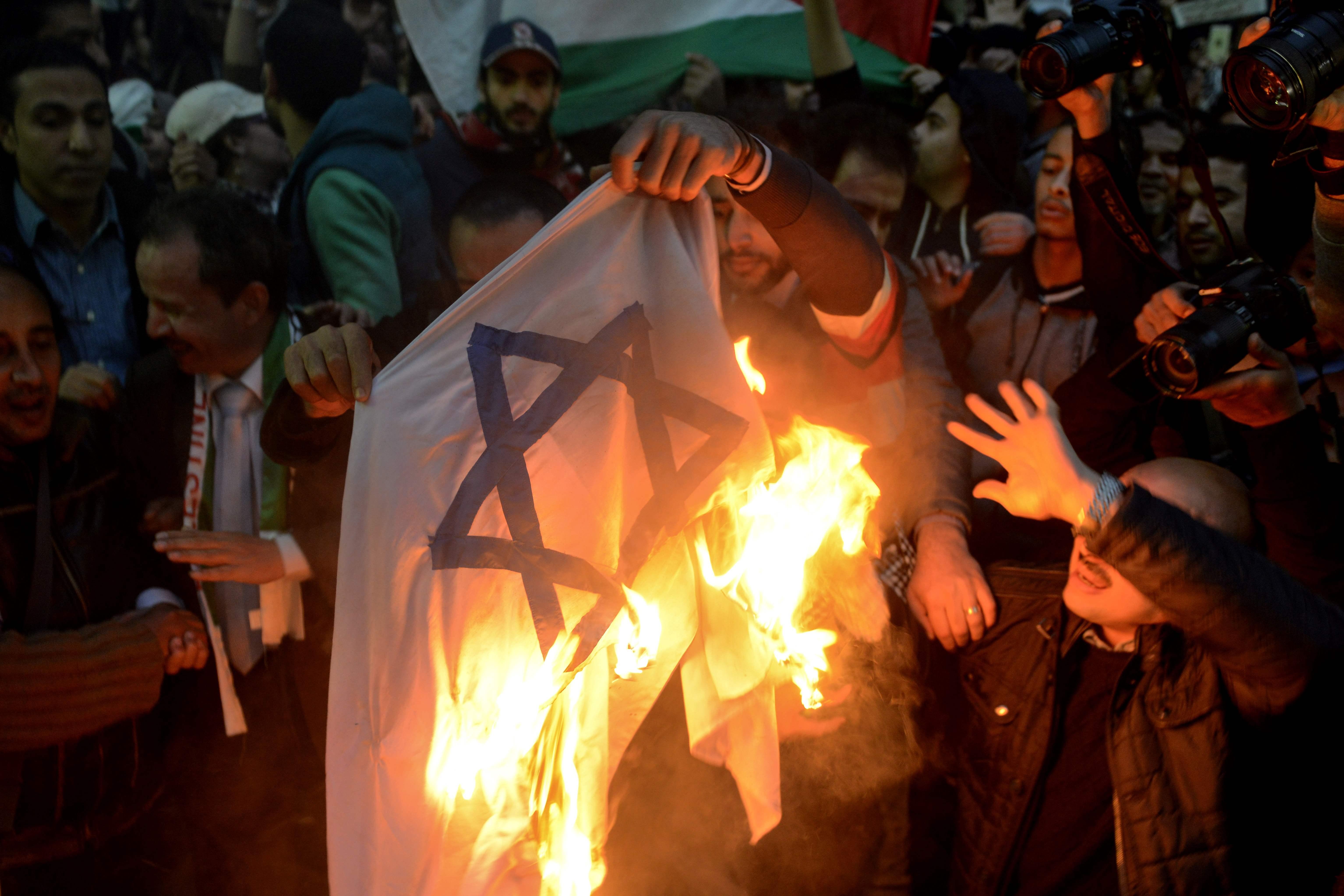 حرق العلم الإسرائيل فى مصر