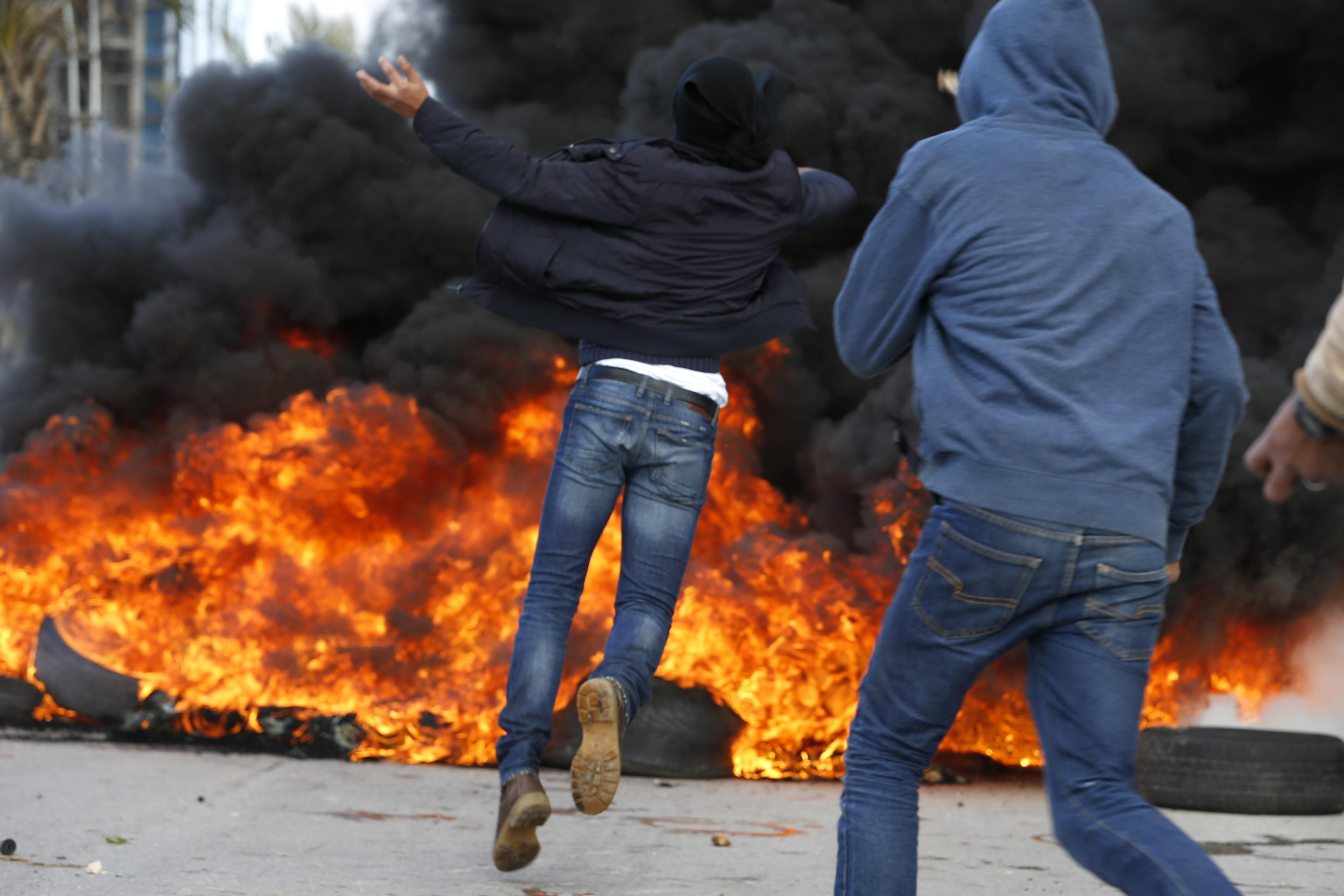 الشبان الفلسطينى يخرجون فى مظاهرات منددة بقرار ترامب
