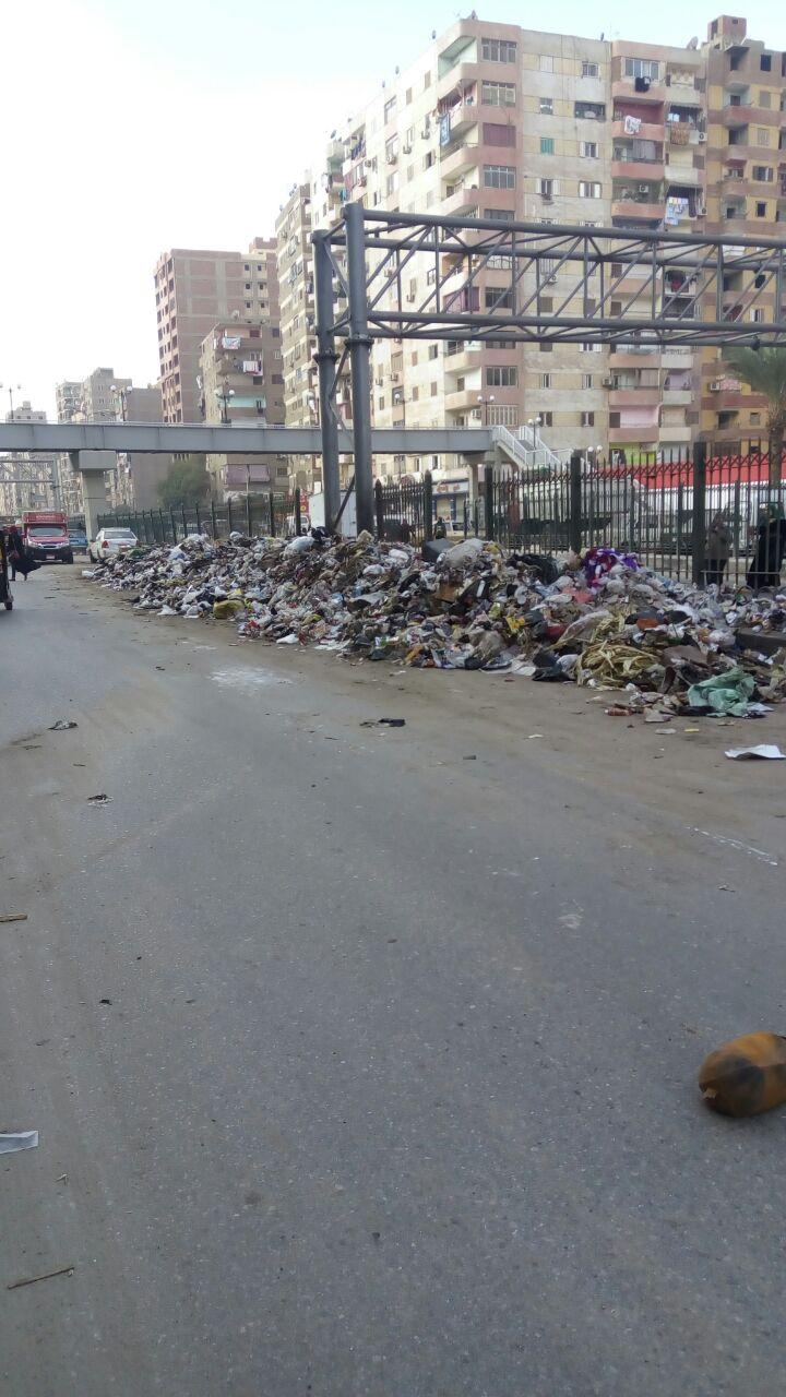 القمامة أمام مطلع اكلوبرى