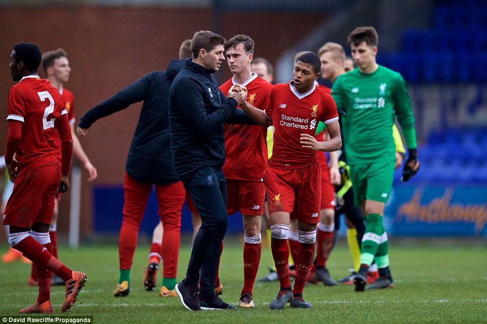 غضب لاعب ليفربول الشباب بسبب العنصرية
