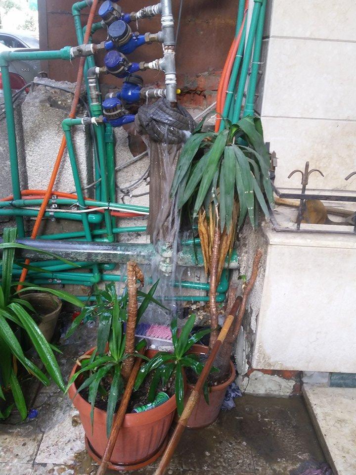 كسر ماسورة مياه عمومية بحدائق القبه