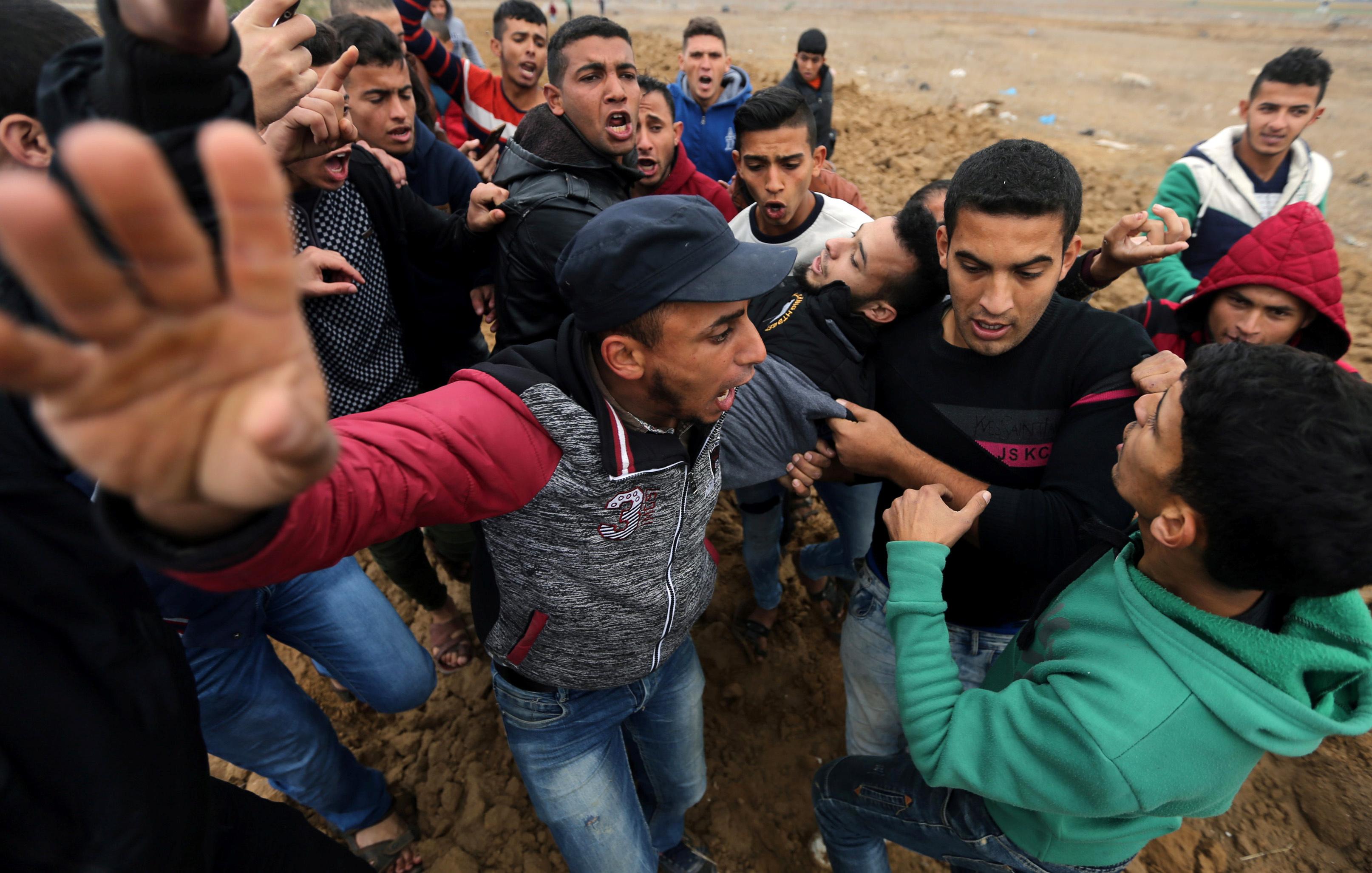 إصابة شاب فلسطينى برصاص الاحتلال