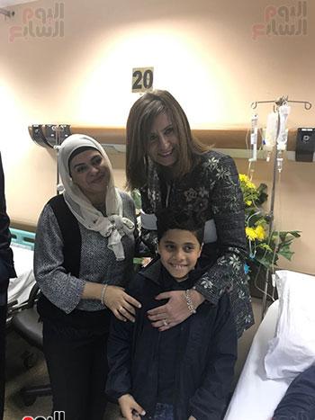 صور وزيرة الهجرة للمواطن المصرى بالكويت (3)