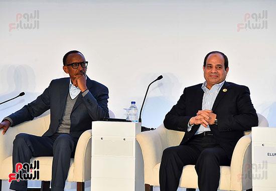 صور  السيسى فى جلسة تعزيز ريادة الأعمال بأفريقيا (1)