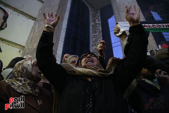 صور الصحفيون يحرقون علم إسرائيل خلال وقفة احتجاجية (15)