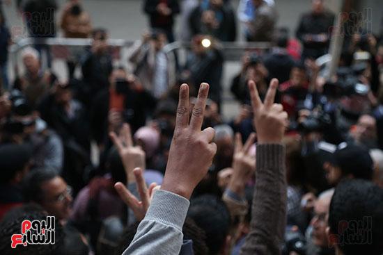صور الصحفيون يحرقون علم إسرائيل خلال وقفة احتجاجية (31)