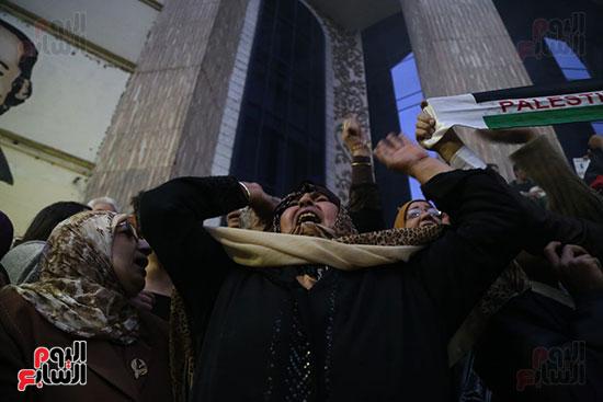 صور الصحفيون يحرقون علم إسرائيل خلال وقفة احتجاجية (14)