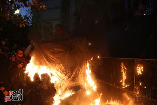 صور الصحفيون يحرقون علم إسرائيل خلال وقفة احتجاجية (9)