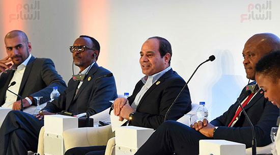 صور  السيسى فى جلسة تعزيز ريادة الأعمال بأفريقيا (5)
