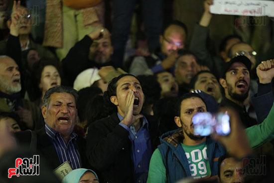 صور الصحفيون يحرقون علم إسرائيل خلال وقفة احتجاجية (6)