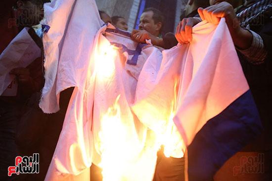 صور الصحفيون يحرقون علم إسرائيل خلال وقفة احتجاجية (16)
