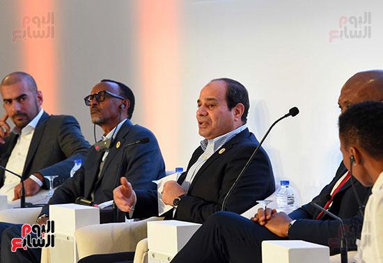 صور  السيسى فى جلسة تعزيز ريادة الأعمال بأفريقيا (6)