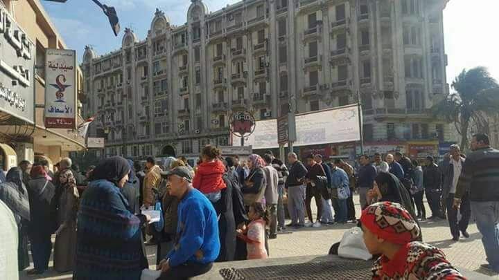 المواطنون أمام صيدلية الغسعاف