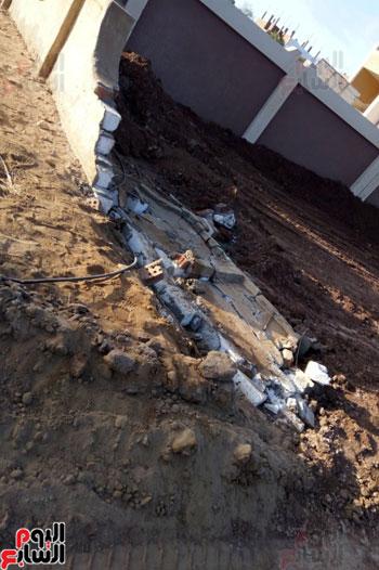 مياه الصرف تغرق المدرسة