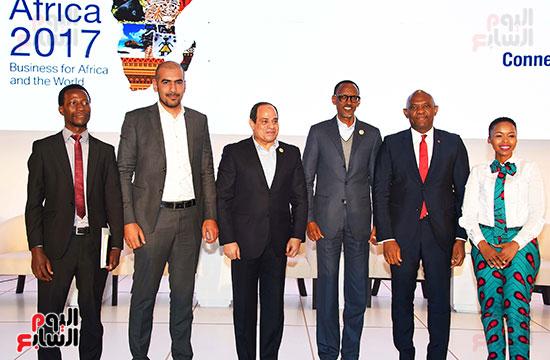 صور  السيسى فى جلسة تعزيز ريادة الأعمال بأفريقيا (8)