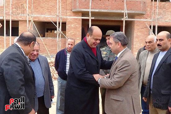 القائمون على تنفيذ مبنى جامعة مطروح يؤكدون انهاء المرحلة الاولى مارس المقبل