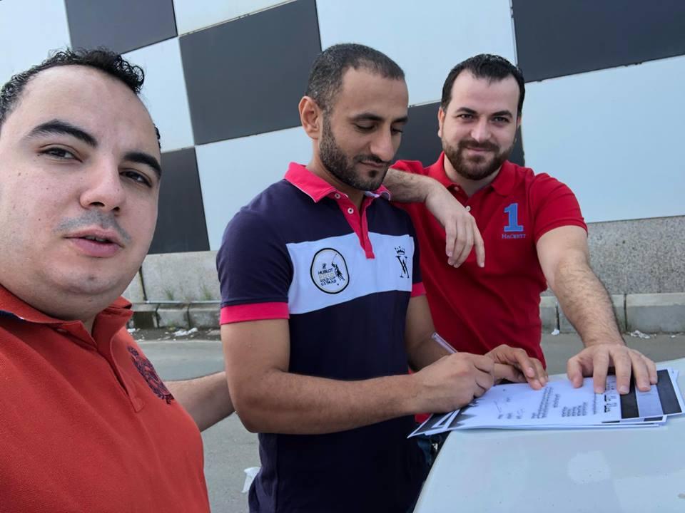 جانب من التوقيعات