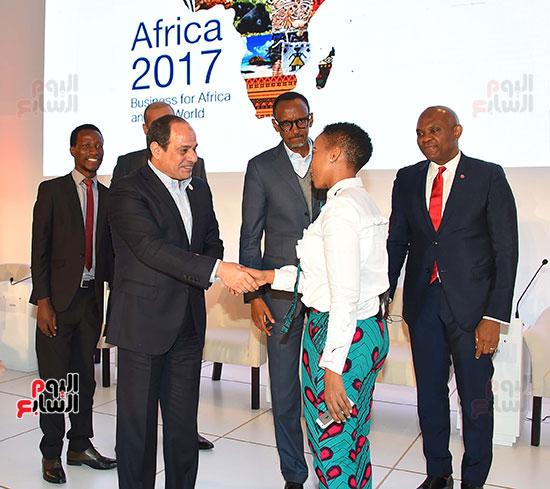 صور  السيسى فى جلسة تعزيز ريادة الأعمال بأفريقيا (7)
