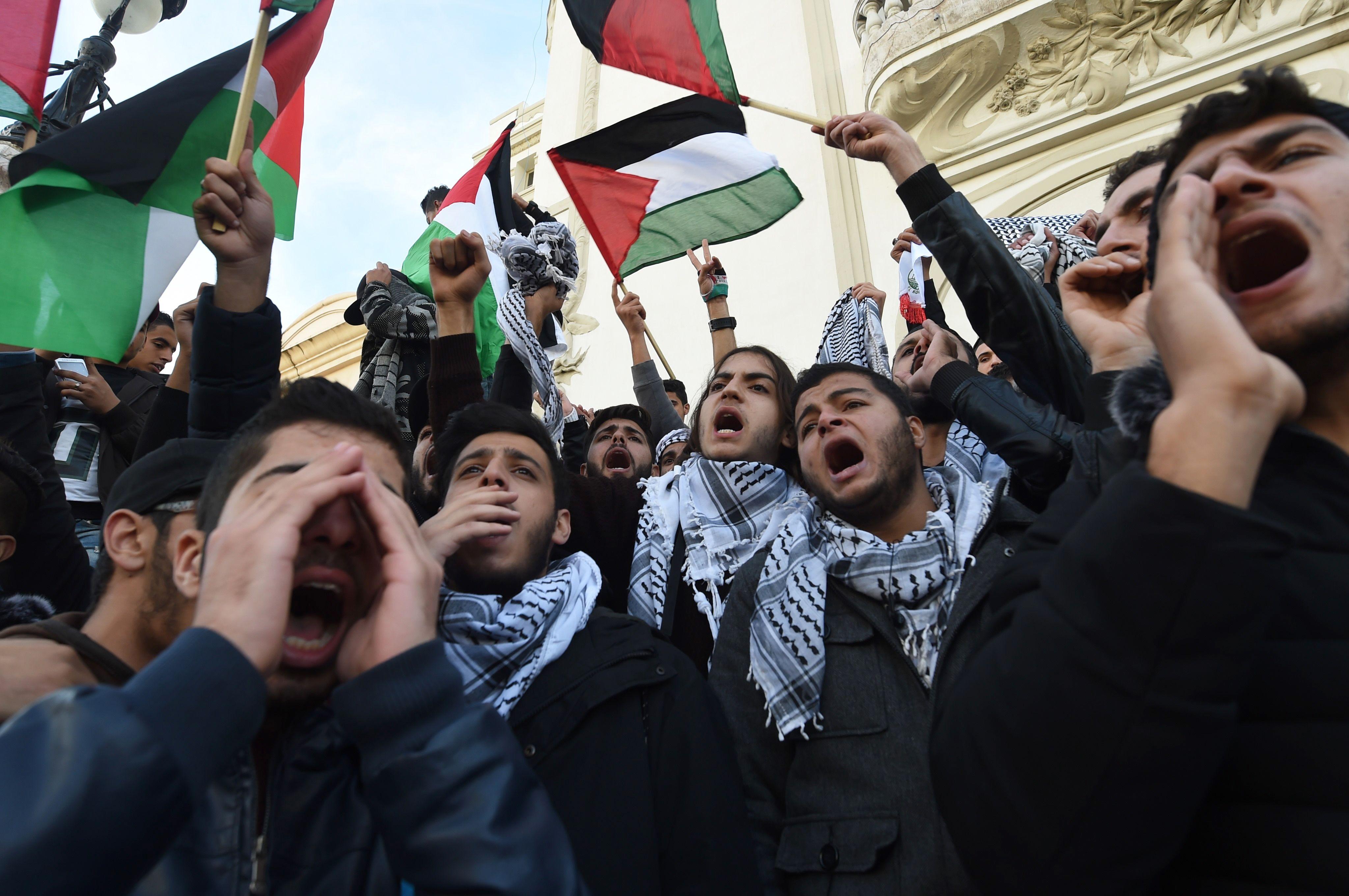 التونسيون خلال التظاهرات