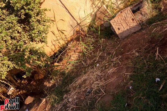 غرق أسوار المدرسة بمياه الصرف