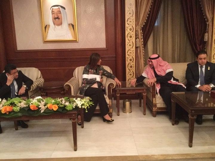 وزيرة الهجرة تصل الكويت للاطمئنان على حالة المواطن المصرى المعتدى عليه (1)