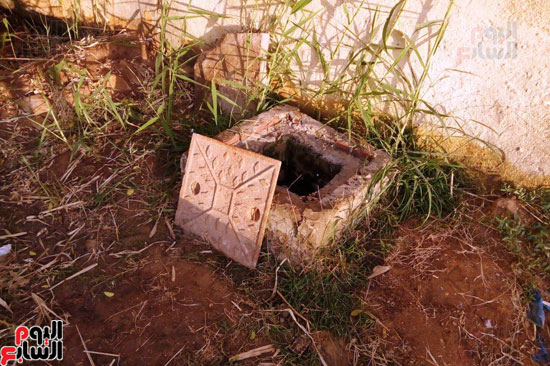 غرفة التفتيش المكشوفة بالمدرسة لتسريب المياه إليها