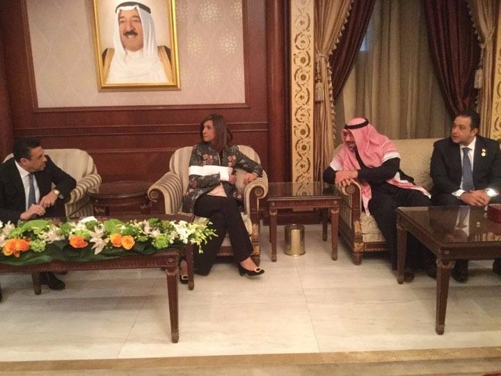 وزيرة الهجرة تصل الكويت للاطمئنان على حالة المواطن المصرى المعتدى عليه (2)