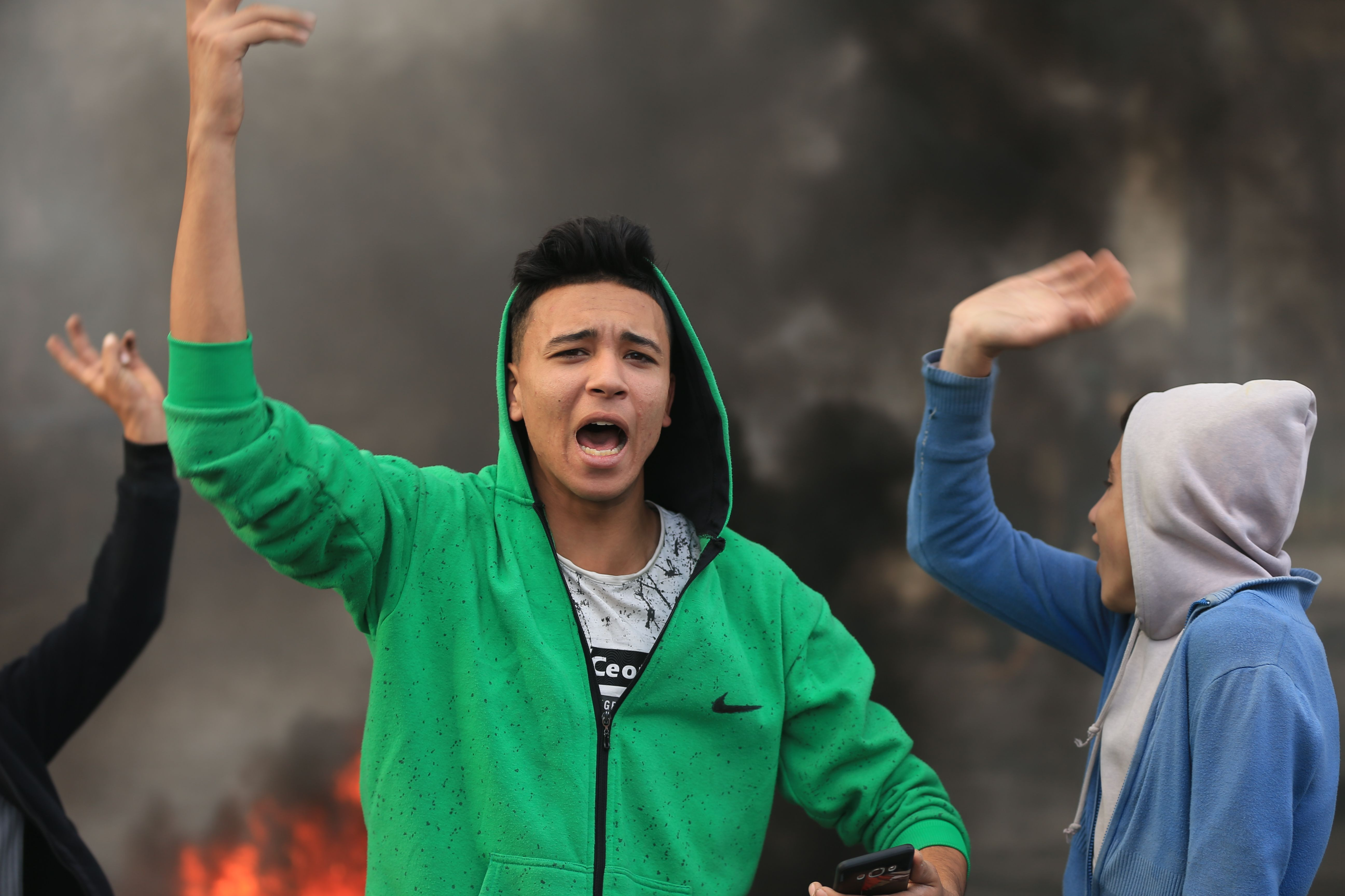 شباب غزة يشاركون فى الاحتجاجات
