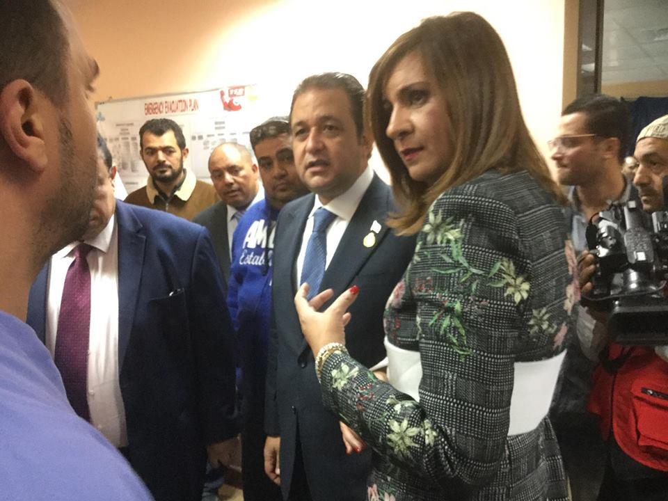وزيرة الهجرة تطئن على حالة المصرى المصاب بالكويت (1)
