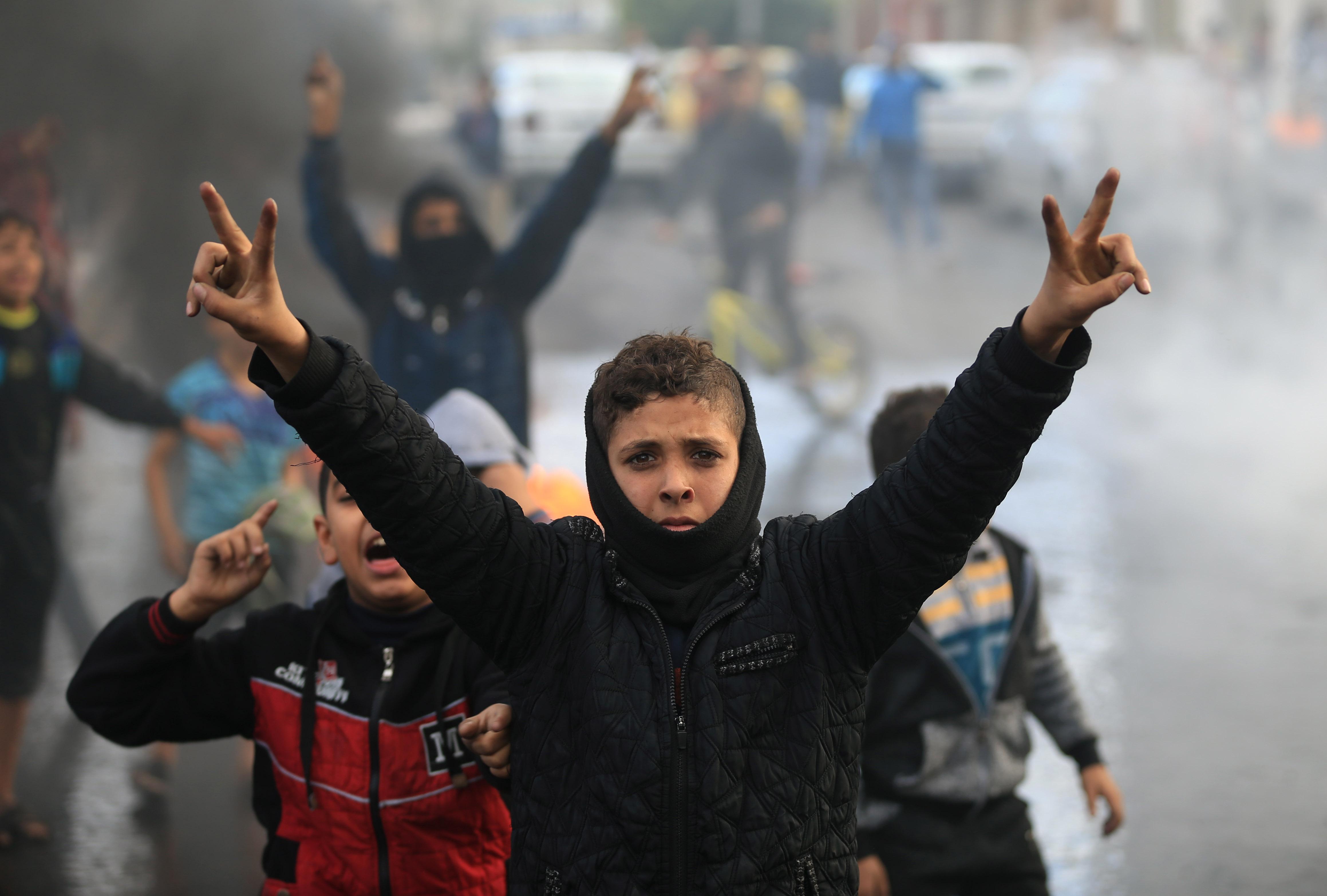 الأطفال فى غزة يشاركون فى الاحتجاجات