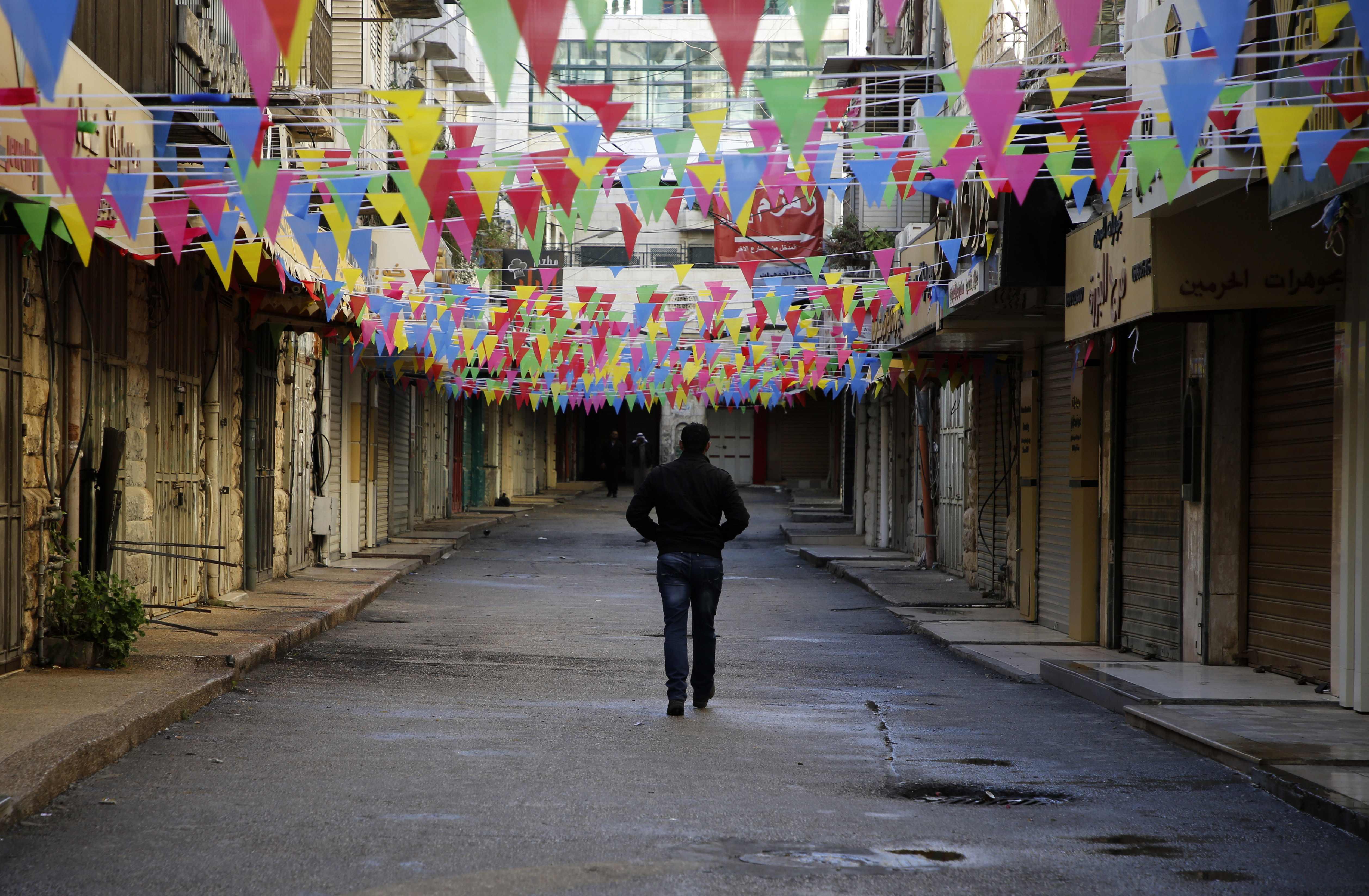المحال التجارية فى فلسطين تغلق ابوابها استجابة للاضراب العام
