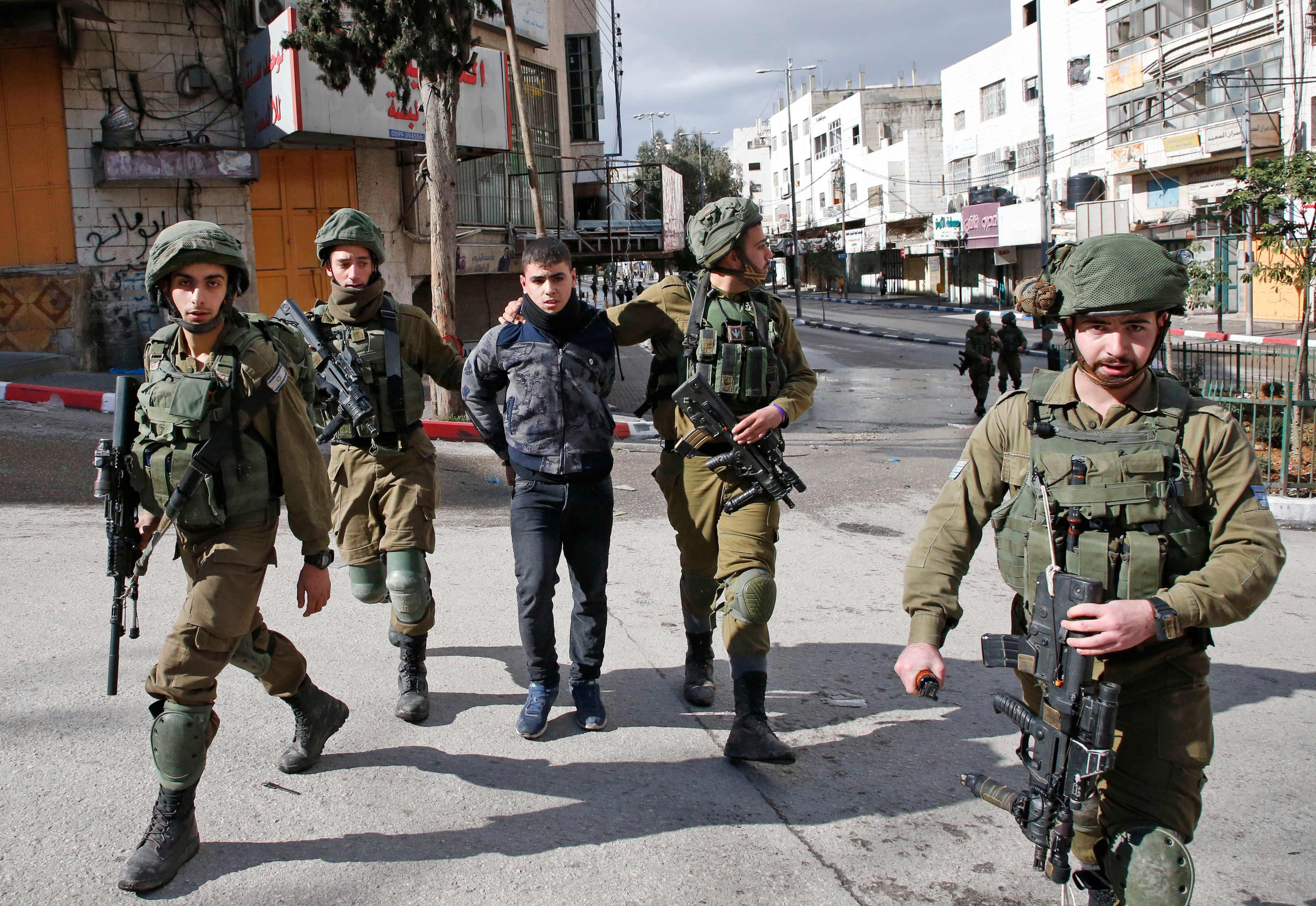 اعتقال صبى فلسطينى