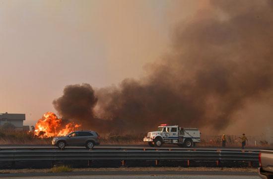 حرائق-كاليفورنيا--قرب-السيارات