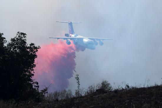 طائرة-تساعد-فى-عمليات-الإطفاء