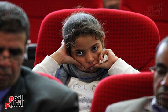 صور تكريم أسر الشهداء والمصابين بحادث الروضة الإرهابي (11)