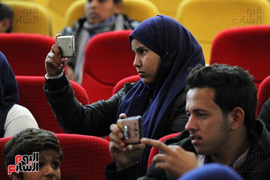 صور تكريم أسر الشهداء والمصابين بحادث الروضة الإرهابي (33)