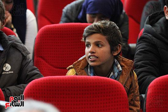 صور تكريم أسر الشهداء والمصابين بحادث الروضة الإرهابي (9)