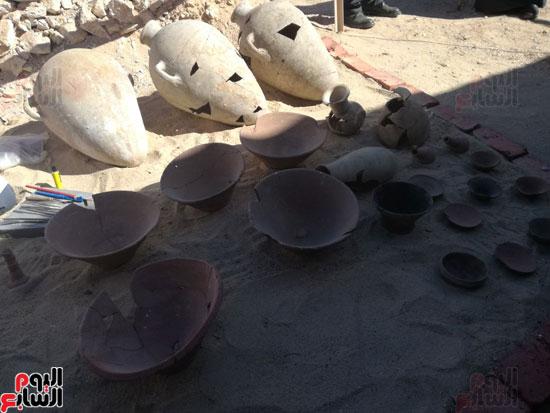 صور مقتنيات مقابر دراع أبوالنجا (2)